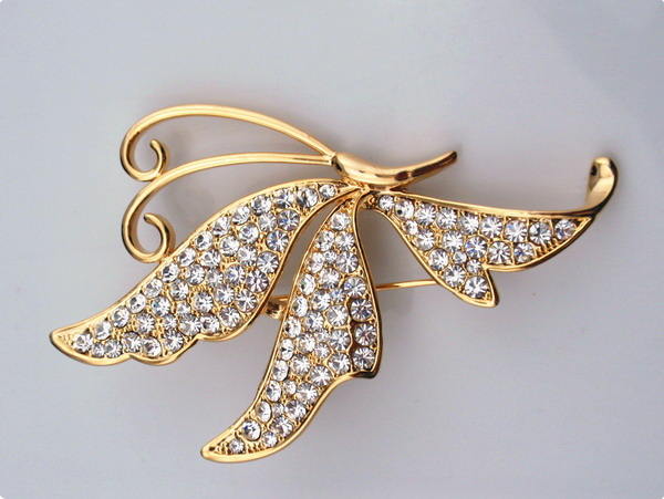 Zinc alloy butterfly brooch with rhinestones