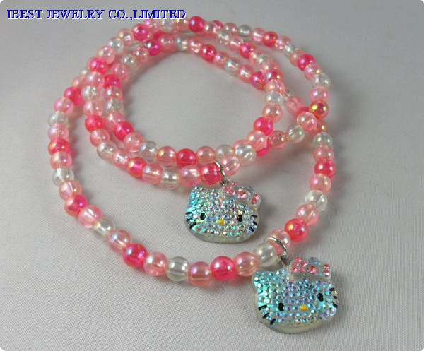 Hello Kitty plastic necklace and bracelet set