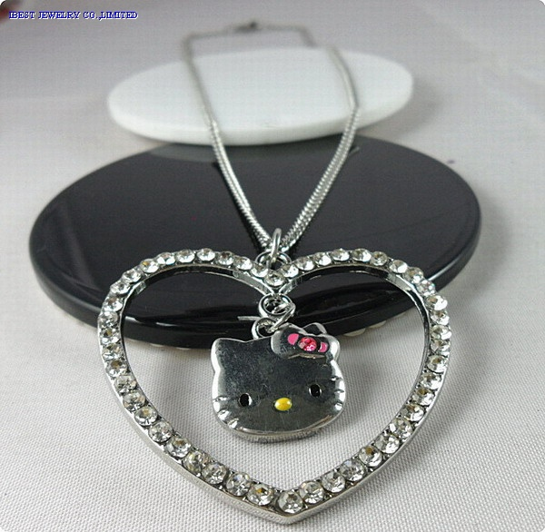 Metal Hello kitty heart shaped necklace